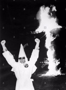 atlanta-georgia-usa-ku-klux-klan-members-burning-the-cross-symbol-EK35MH