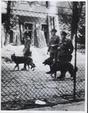 East_German_Soldiers_wikimedia