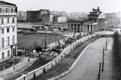 berlin-wall-1961-university-of-southern-california